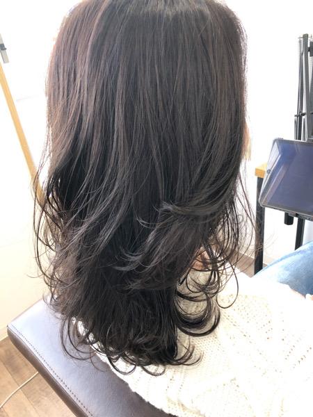 大分県別府市 透明感のある大人のダークグレーの艶髪 サイド