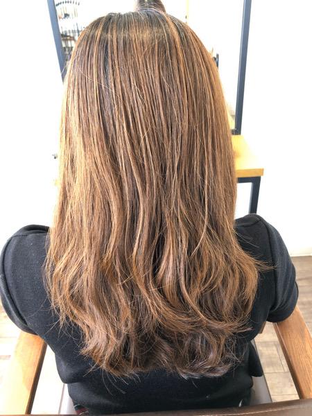 大分県別府市 明るく抜けた髪の毛をカーキグレージュの艶髪ヘアカラーに ビフォー