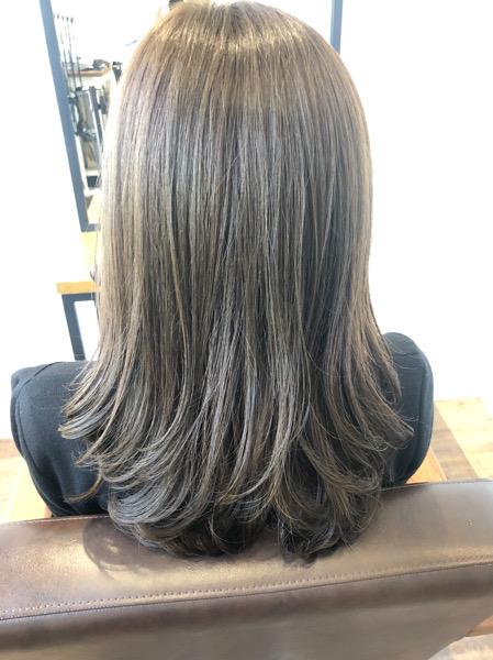 大分県別府市 明るく抜けた髪の毛をカーキグレージュの艶髪ヘアカラーに アフター