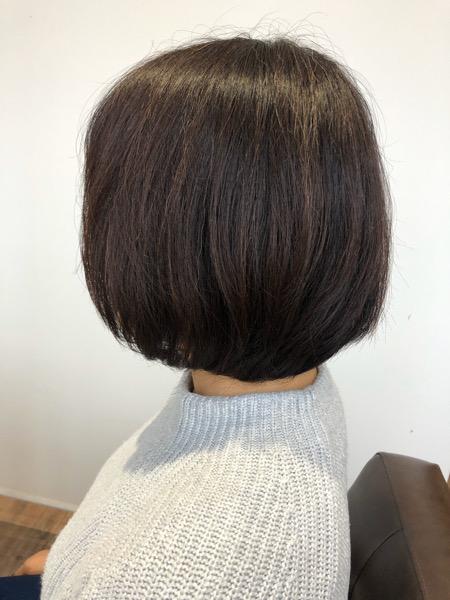 大分県別府市 ボリュームのあるボブスタイルを自然な縮毛矯正で綺麗なシルエットのショートボブスタイル ビフォー 横