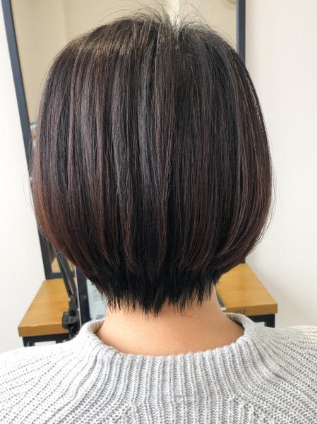 大分県別府市 ボリュームのあるボブスタイルを自然な縮毛矯正で綺麗なシルエットのショートボブスタイル アフター 後ろ