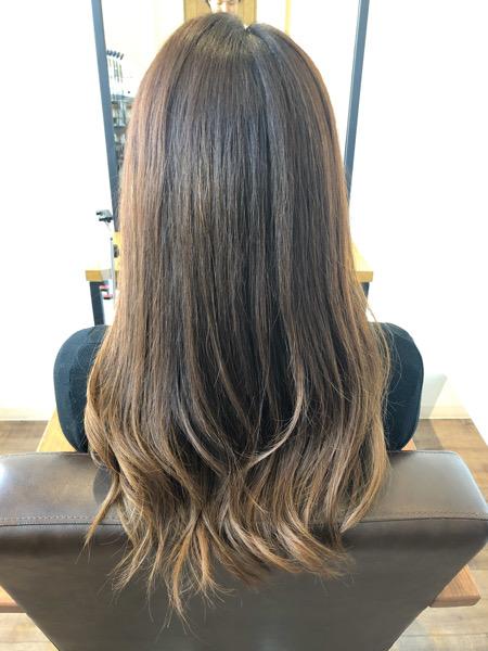 大分県別府市 くせ毛で広がる髪の毛を髪質改善な縮毛矯正で収まりのよい髪の毛に ビフォー