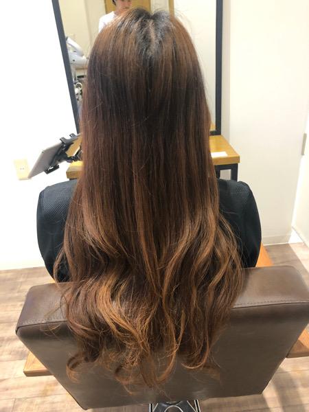 大分県別府市 ムラ染めでオレンジみがある髪の毛をダークネイビーアッシュの暗髪ヘアカラーに ビフォー