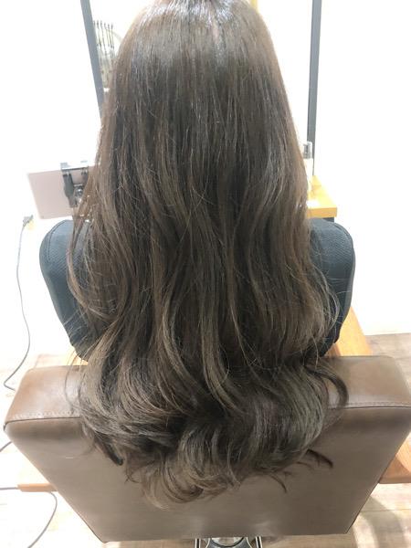 大分県別府市 ムラ染めでオレンジみがある髪の毛をダークネイビーアッシュの暗髪ヘアカラーに アフター