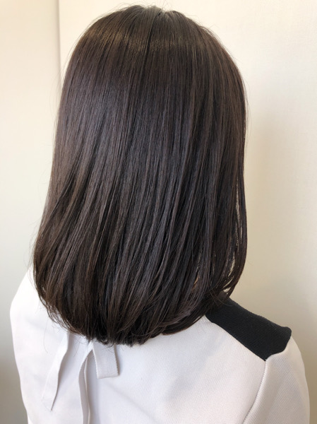 大分県別府市 黒っぽいけど黒じゃないヘアカラー『ダークグレー』の黒髪風カラー アフター