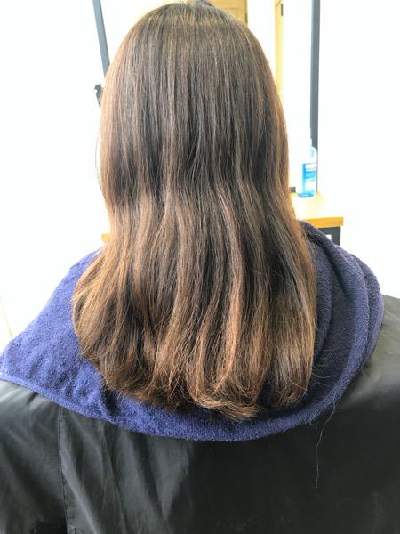 大分県別府市 明るくなった髪の毛から暗めのカーキグレージュにトーンダウン ビフォー