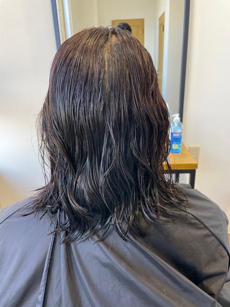 大分県別府市 新しい弱酸性の縮毛矯正で自然なストレートスタイル ビフォー
