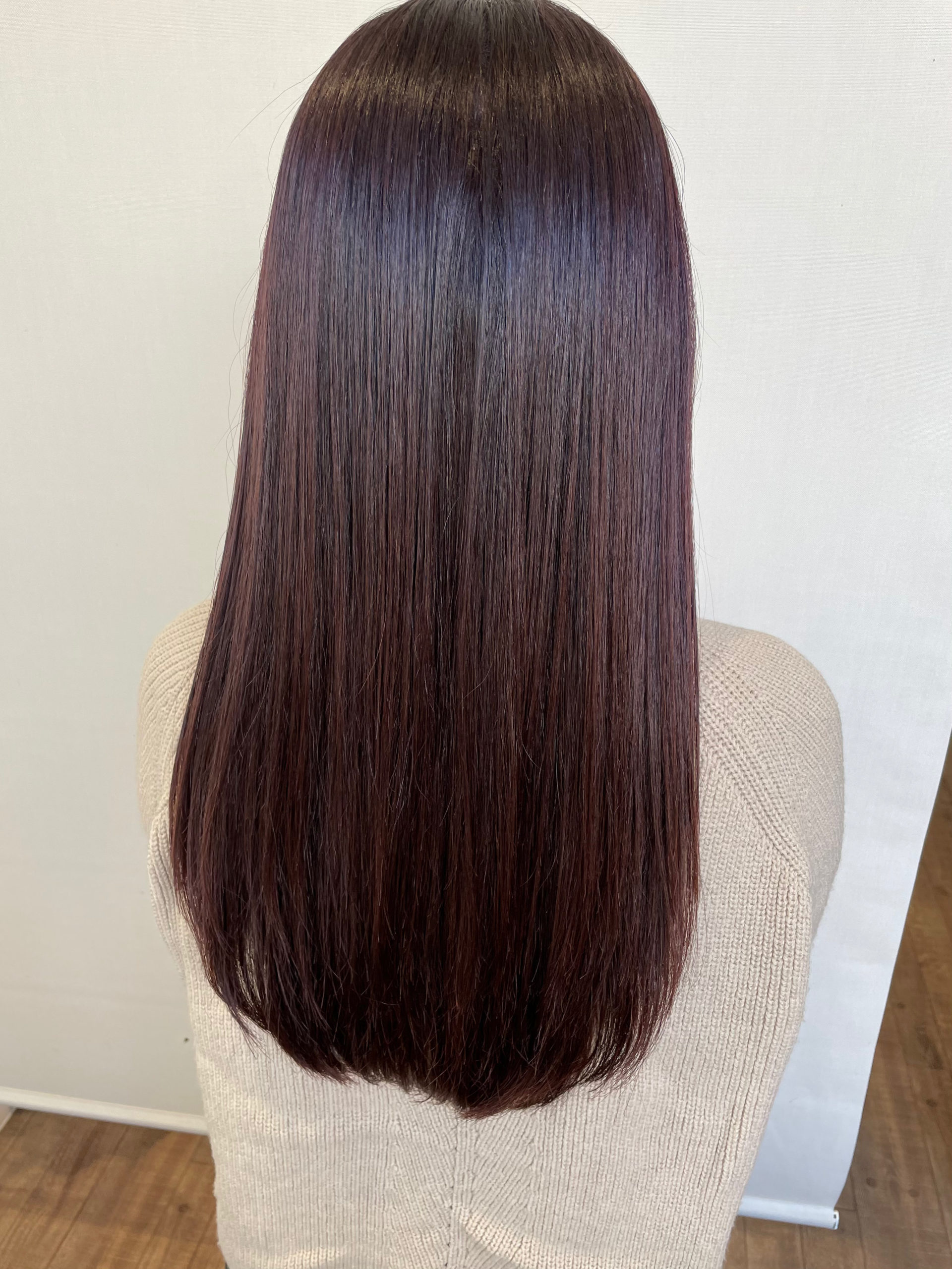 大分県別府市 トリートメントとケアカラーの組み合わせで極上のツヤ髪 ローズレッドのヘアカラー アフター