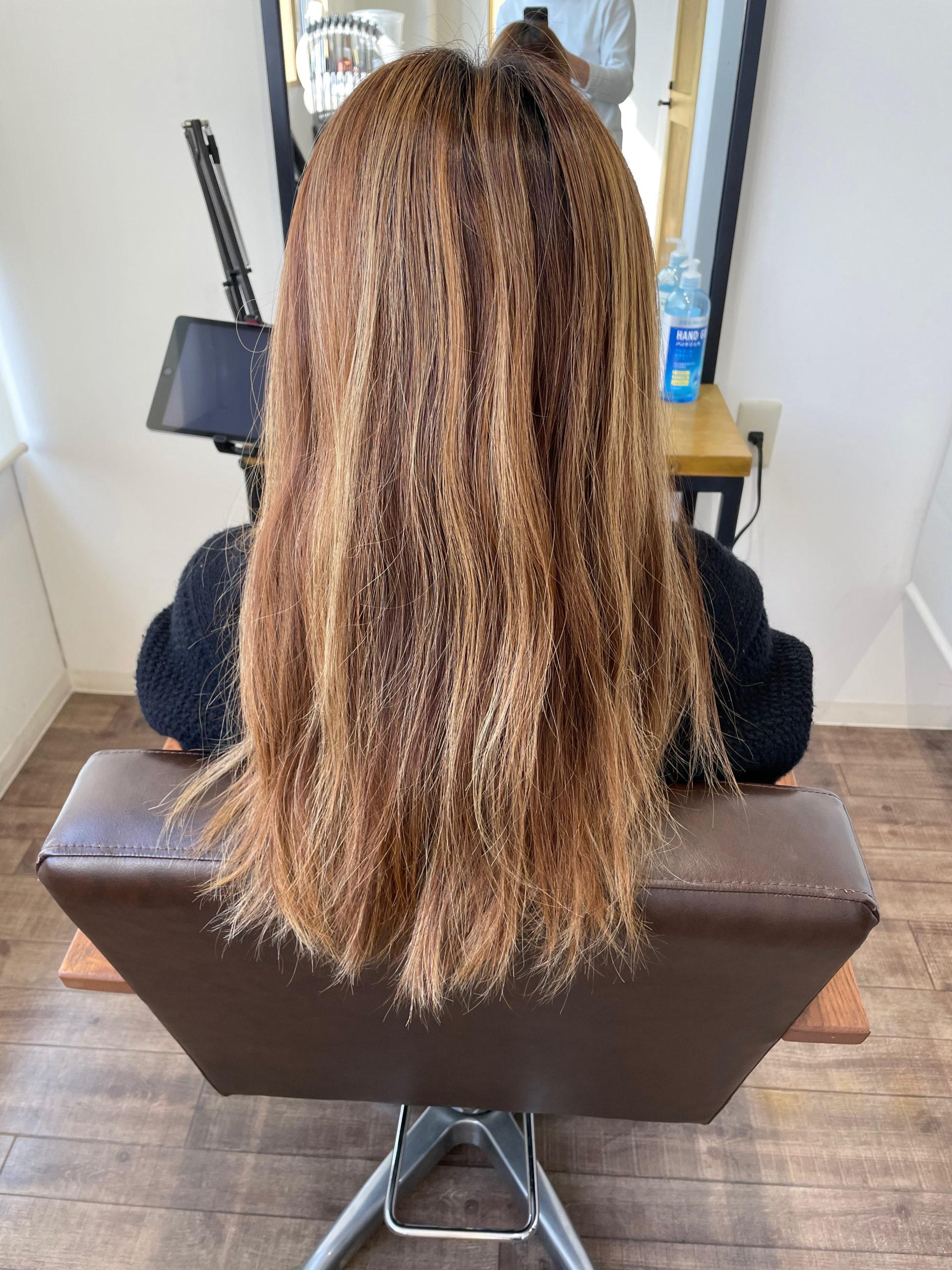 大分県別府市 金髪から上品なラベンダーグレージュへのヘアカラー ビフォー