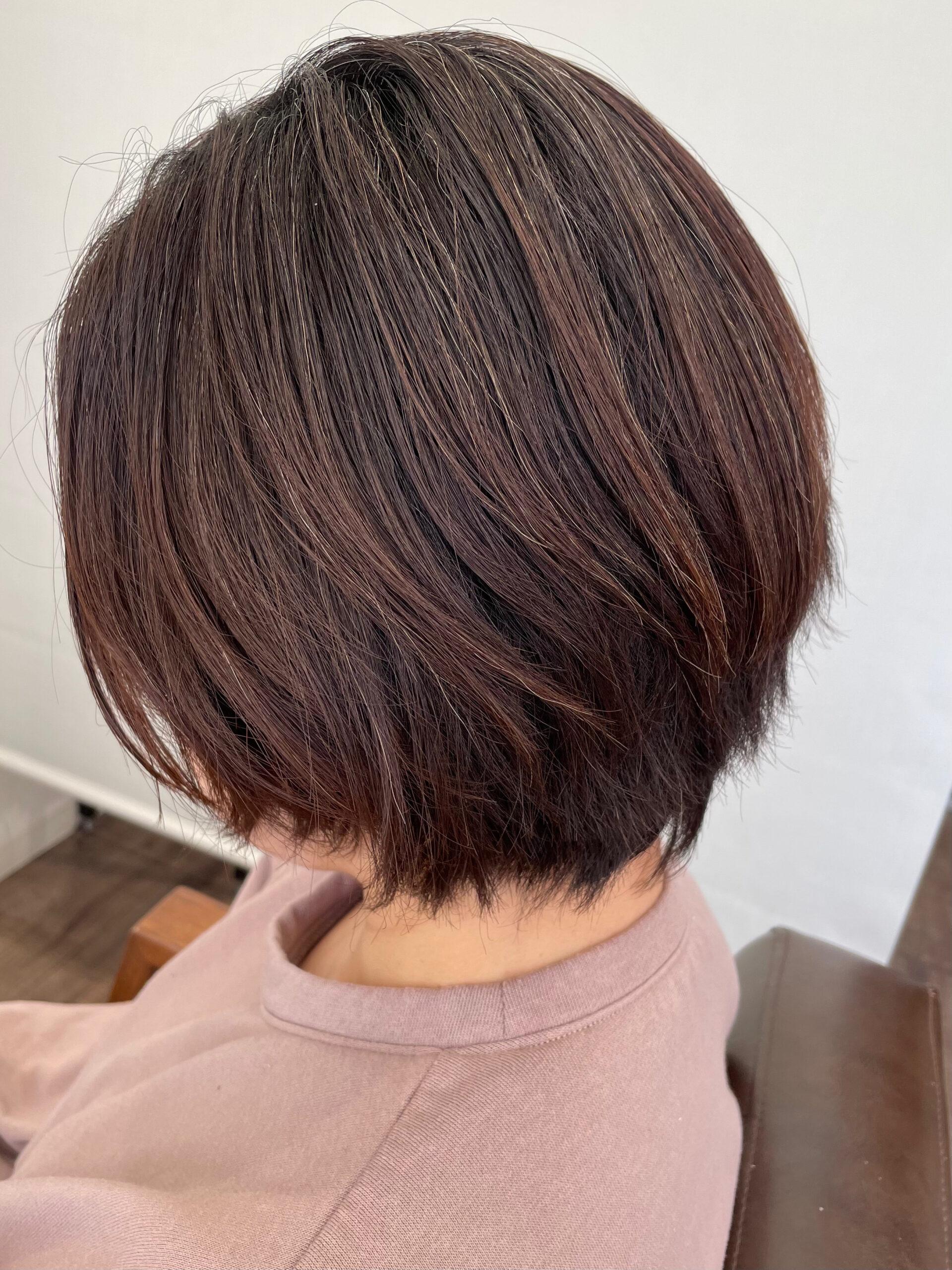 大分県別府市 くせ毛でボリュームが出る髪の毛も質感調整でボリュームダウンのショートカット ビフォー