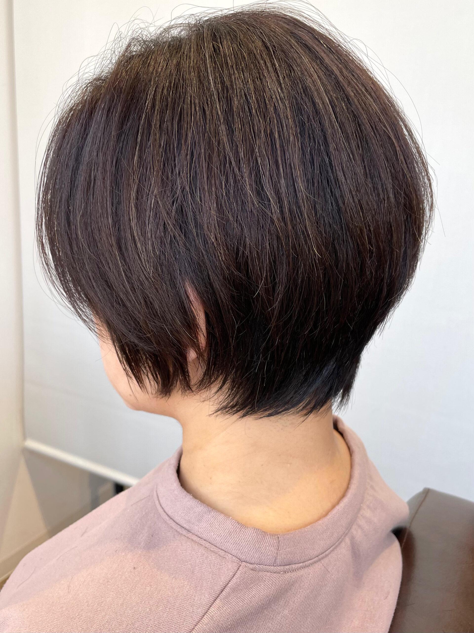 大分県別府市 くせ毛でボリュームが出る髪の毛も質感調整でボリュームダウンのショートカット アフター