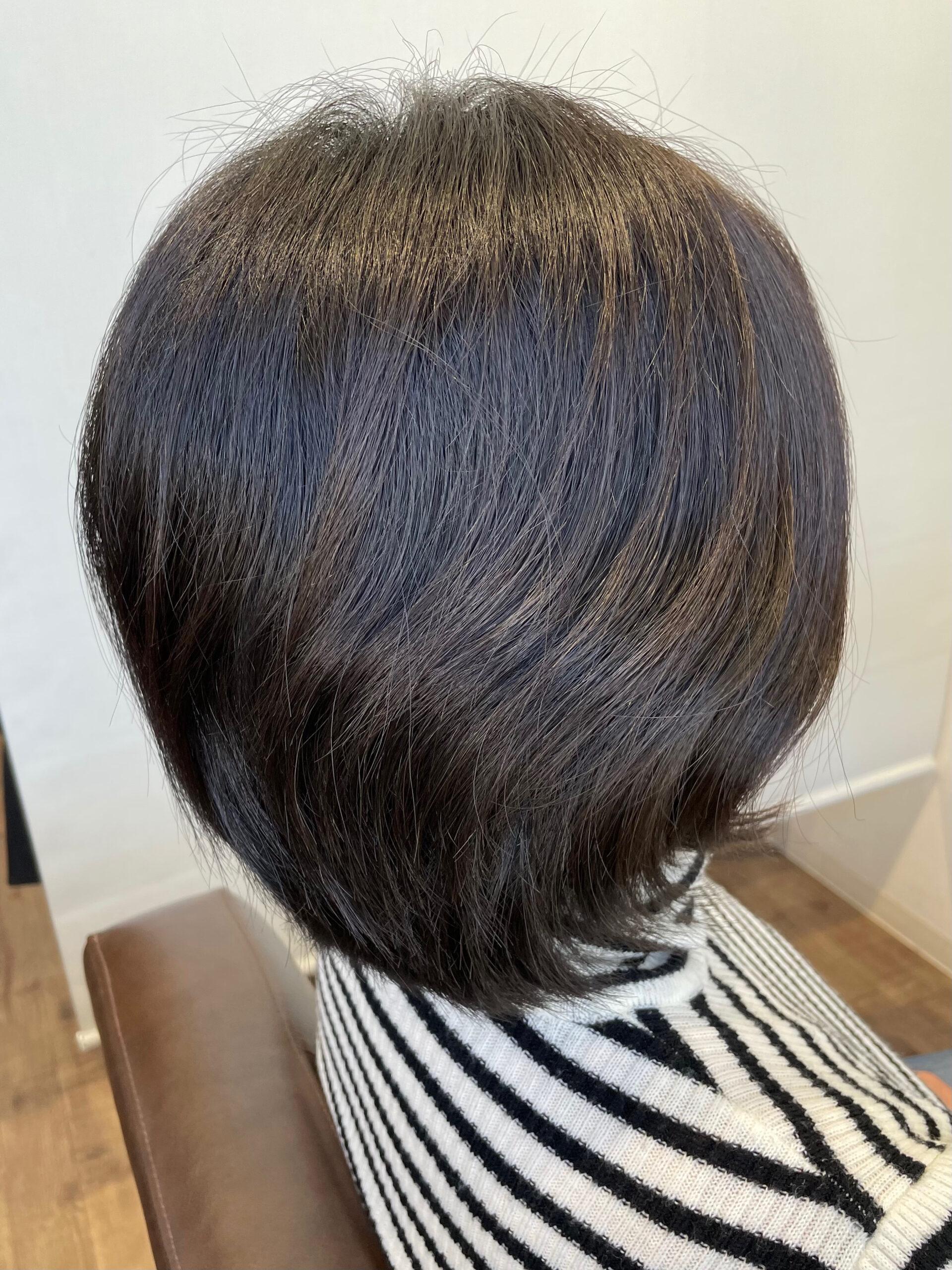 大分県別府市 癖でボリュームが出る髪の毛を弱酸性の縮毛矯正(ストレート)でボリュームダウン ビフォー