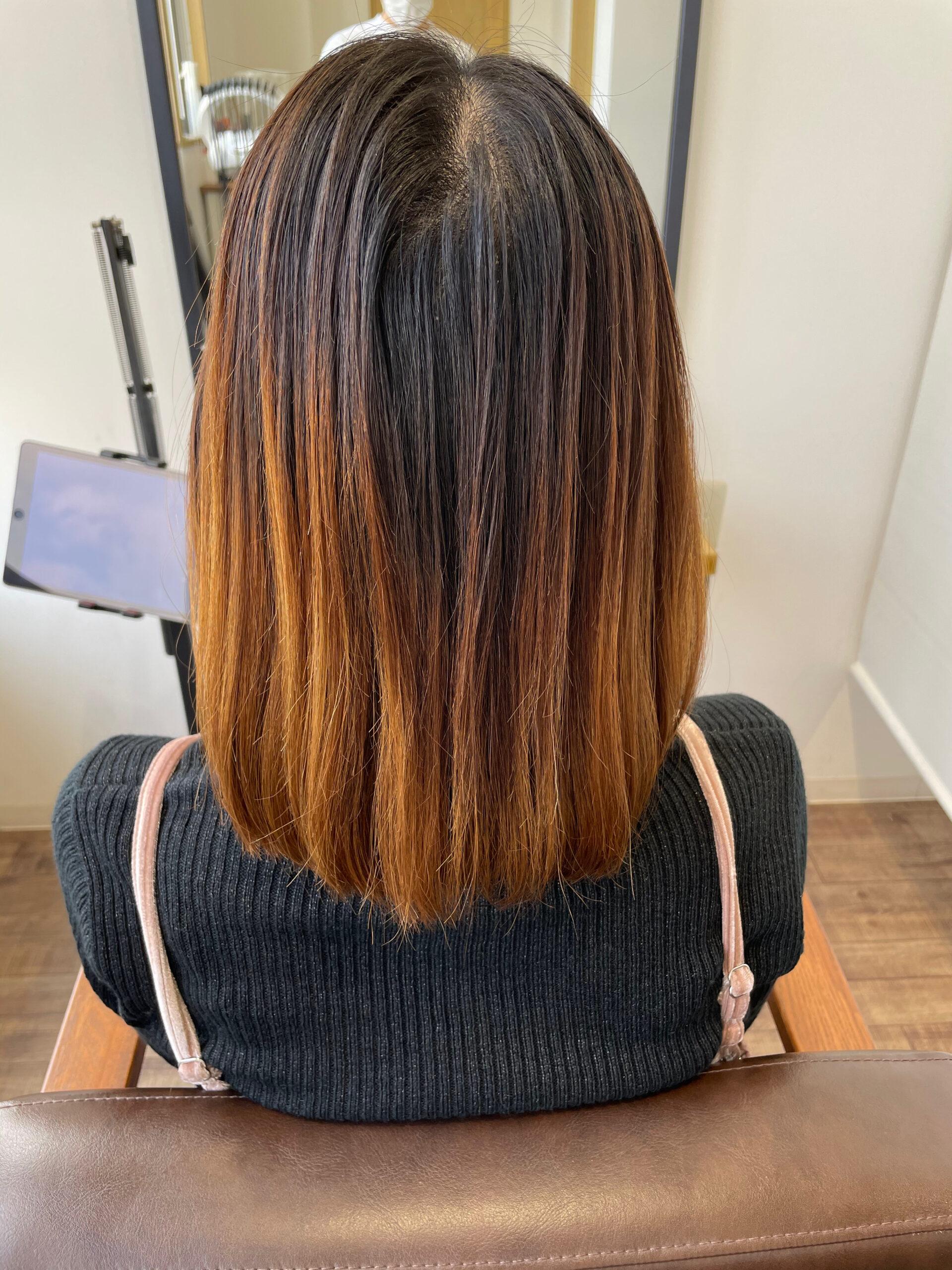 大分県別府市 色が抜けてオレンジになった髪の毛をアッシュベージュの艶髪に ビフォー