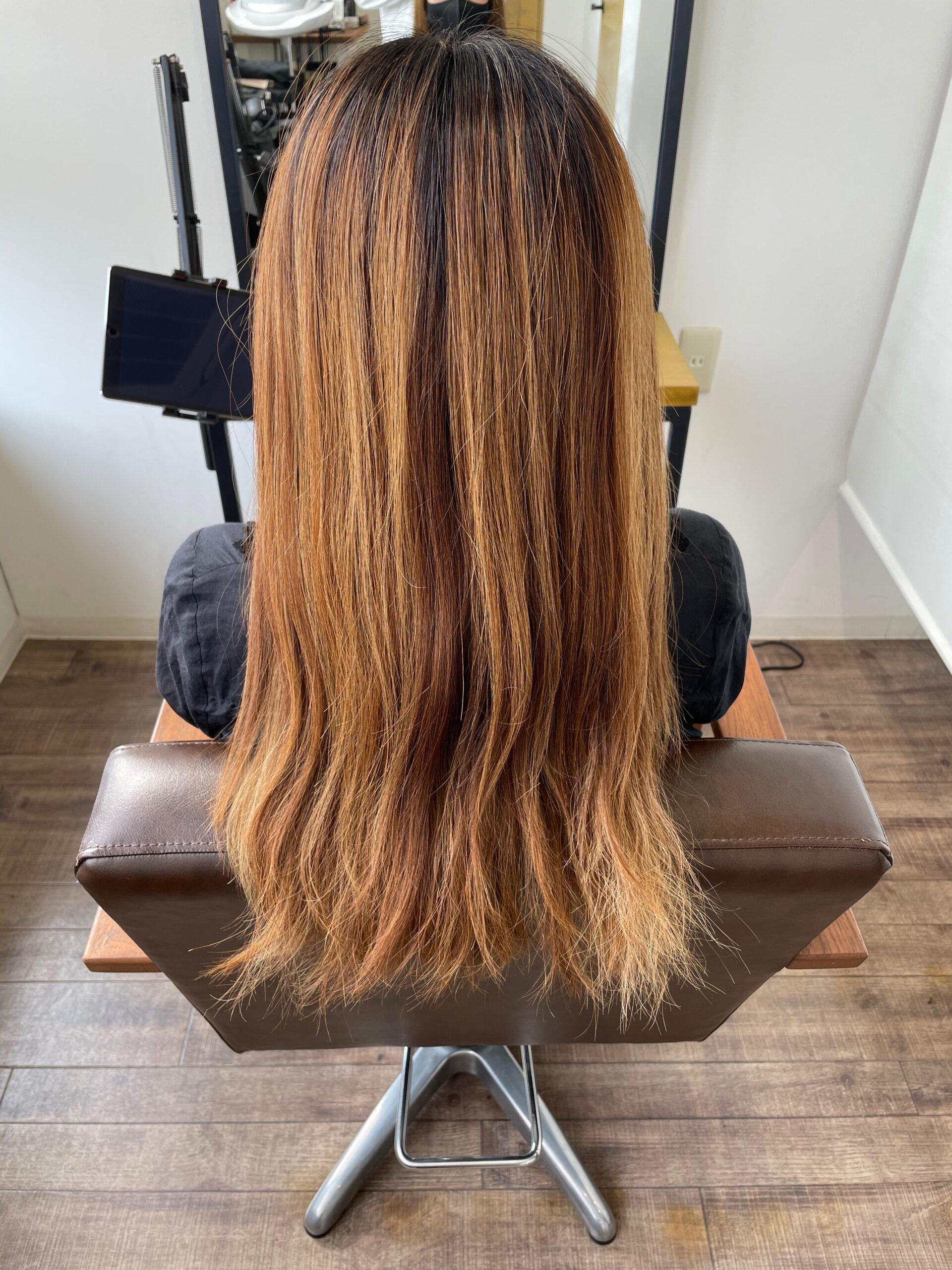 大分県別府市 ブリーチ履歴のある髪の毛を落ち着いたラベンダーベージュのヘアカラーにチェンジ ビフォー
