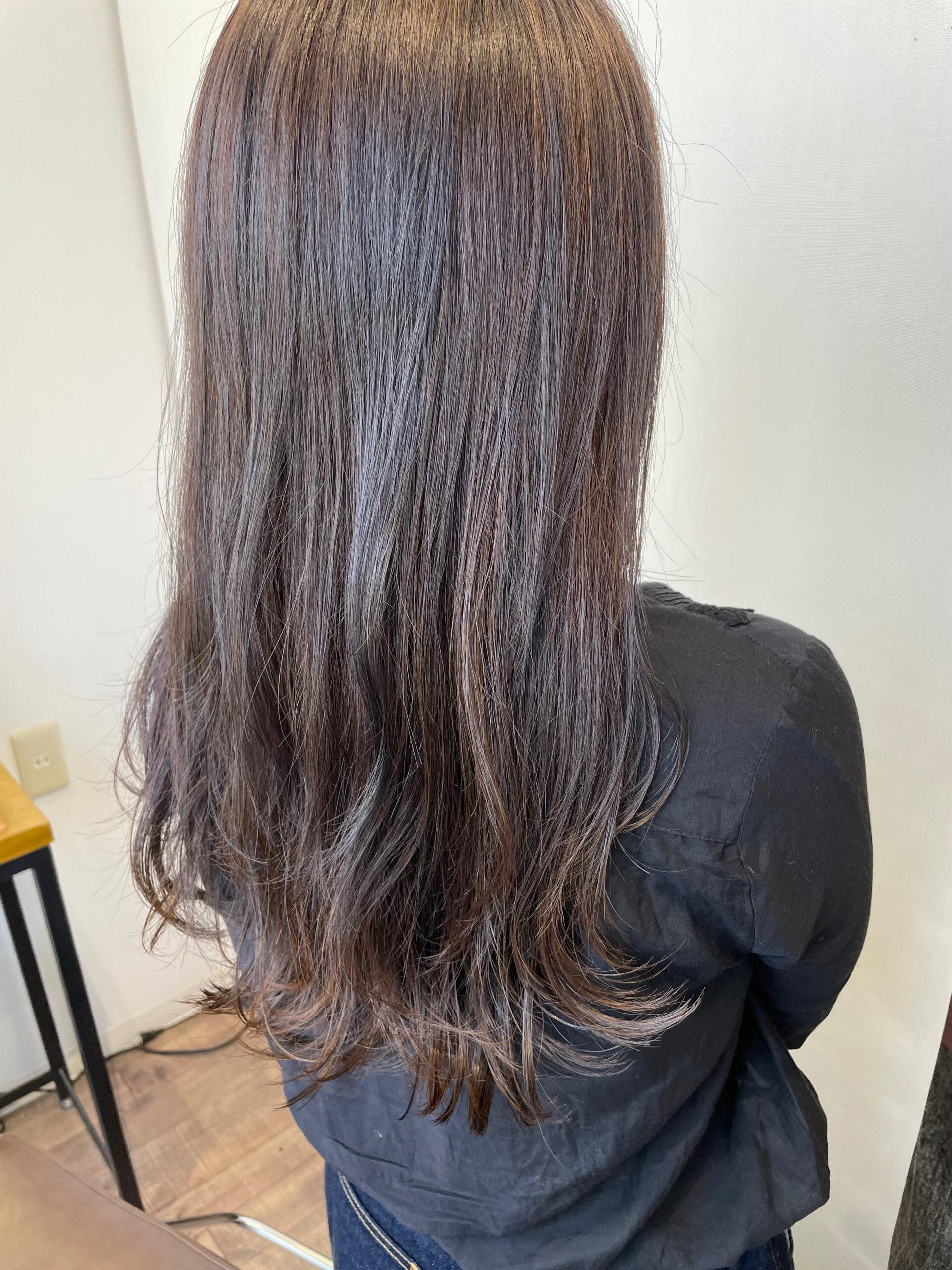 大分県別府市 ブリーチ履歴のある髪の毛を落ち着いたラベンダーベージュのヘアカラーにチェンジ アフター