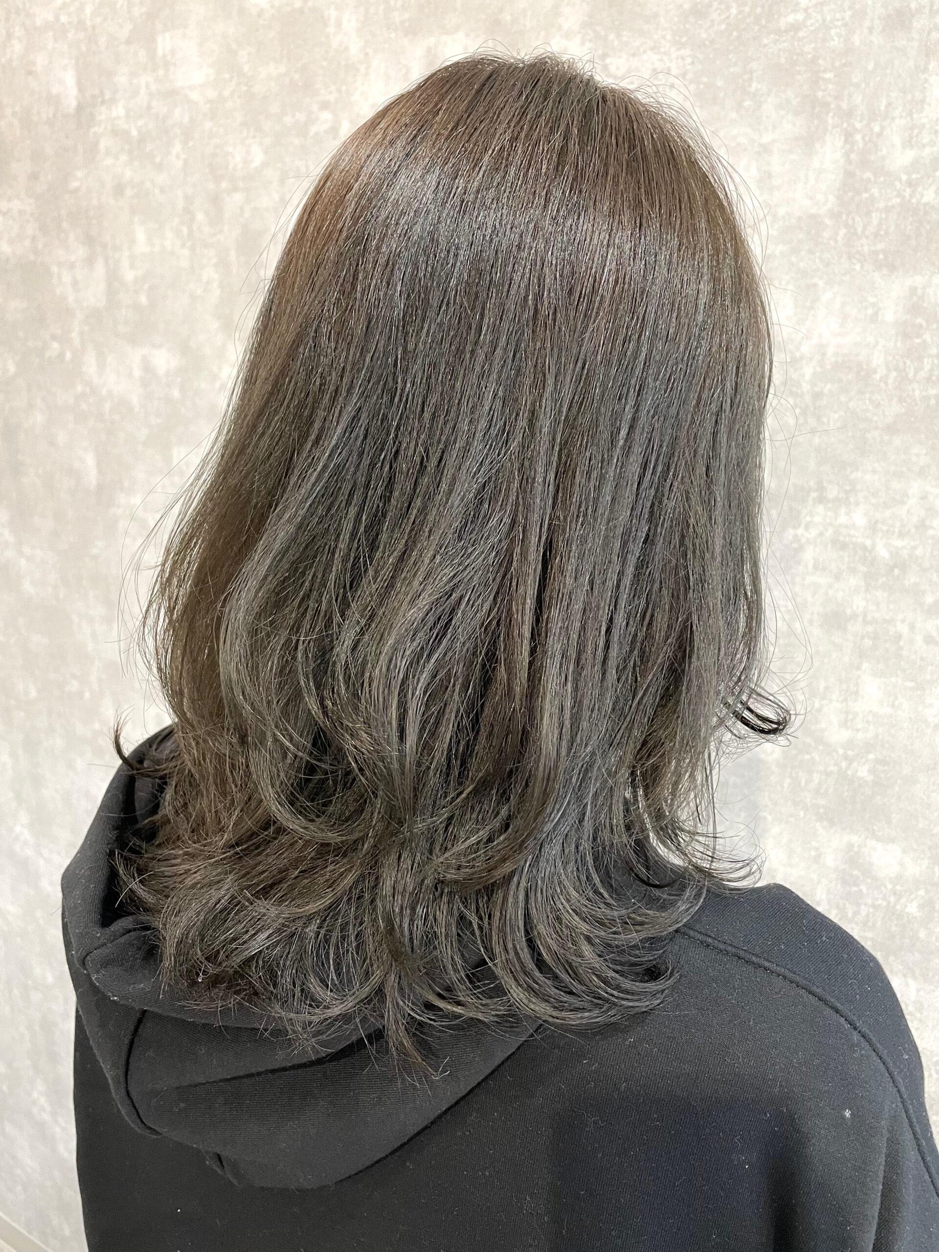 大分県別府市 地毛がオレンジ強めの髪からスモーキーアッシュのヘアカラー アフター